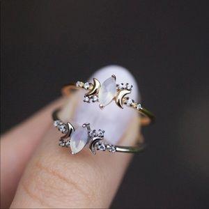 Jewelry - HP ✨ Silver Opal Stone Half Moon Ring